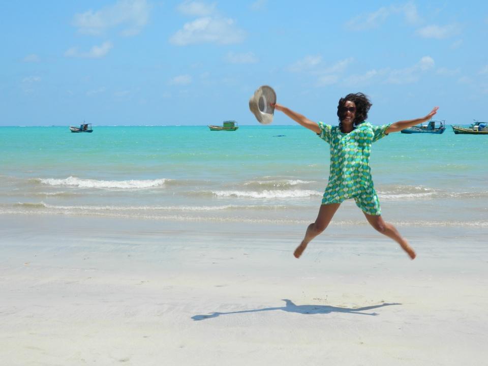 Ela felizinha nas viagens não tem preço! (Maragogi  - Alagoas, dezembro/2011))