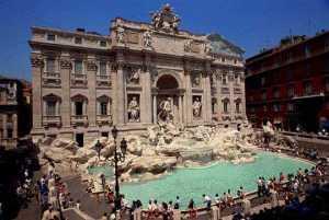 Maior e mais famosa fonte de Roma, Fontana di Trevi, foi construída em 1735.