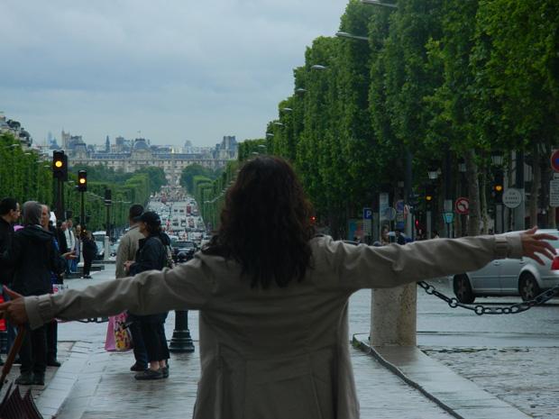 Início da longa caminhada pela Champs-Élysées