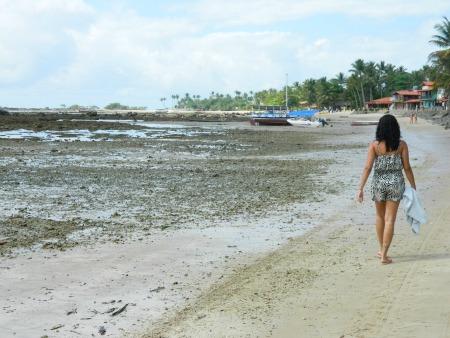 Maré baixa na Primeira Praia com muita pedrinha