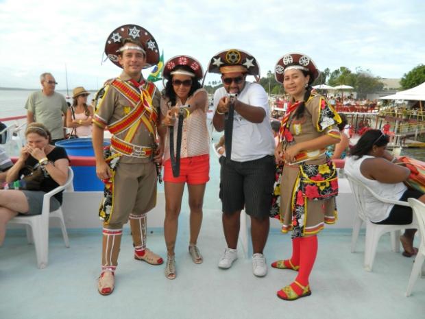 Catamarã à beira do Rio Paraíba com os personagens Lampião e Maria Bonita - João Pessoa - PB