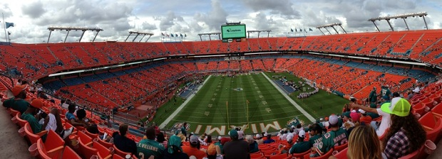 Pouco bonito o estádio, ainda vazio, uma hora antes do jogo