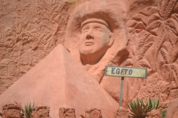 Egito representado nas esculturas do Refúgio Dourado - Majorlândia - CE