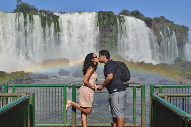 Beijinho com arco-íris e Catarata: que lindo!