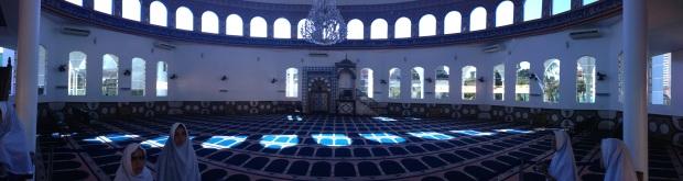 Interior da Mesquita é bastante interessante, apesar de simples
