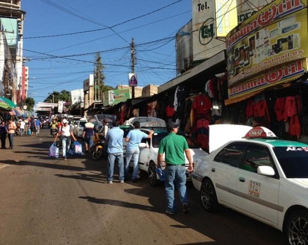 Isso é Ciudad del Este próximo à fronteira com Foz