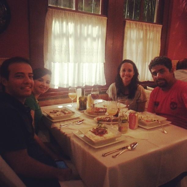 Jantar italiano show de bola com Priscila e Benito