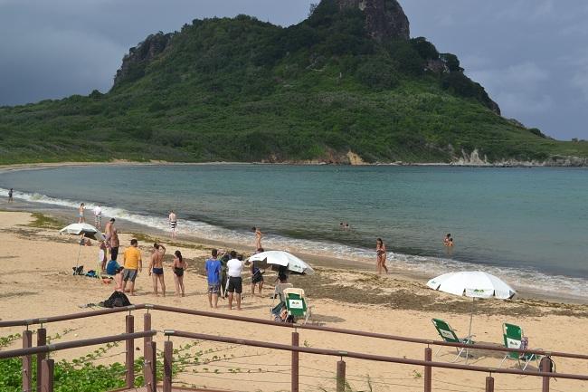Praia do Sueste após a captura das tartaguras pelo Projeto TAMAR