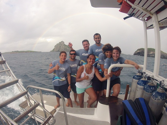Equipe de mergulhadores da Atlantis Divers