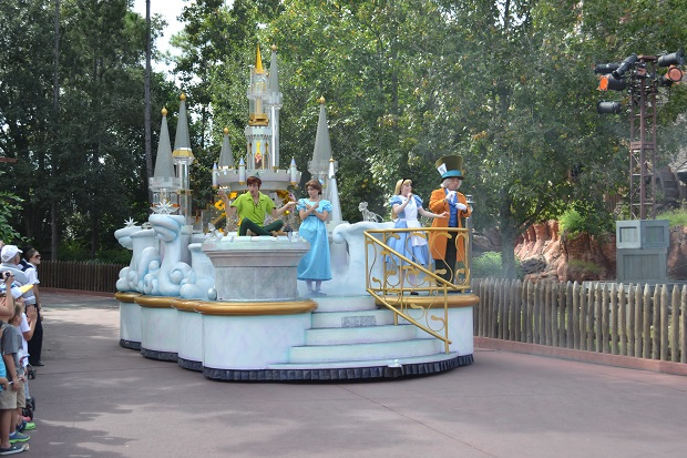 Princesas também aparecem na parada