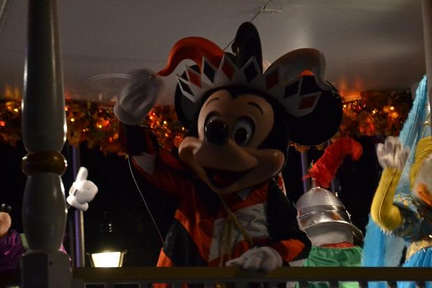Mickey vem logo no início