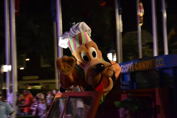 Pluto sempre feliz