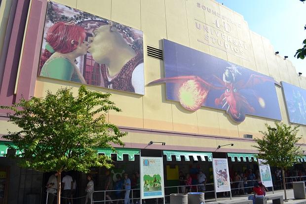 Cinema onde é exibido o filme do Shrek