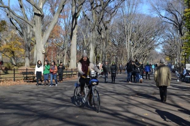 Andando de bicicleta no lugar proibido