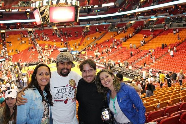 Cotta e Jennifer no ginásio do Heat aqui em Miami
