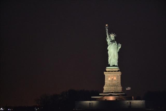 Estátua à noite: muito bonita!