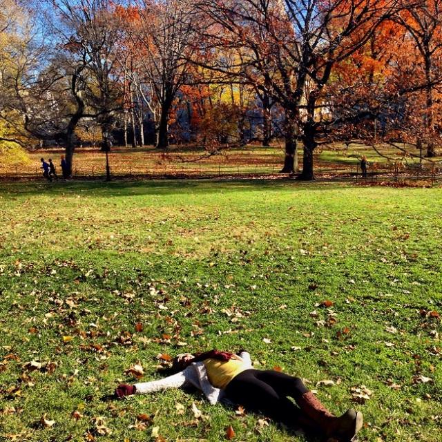 Sim, ela deitou na grama