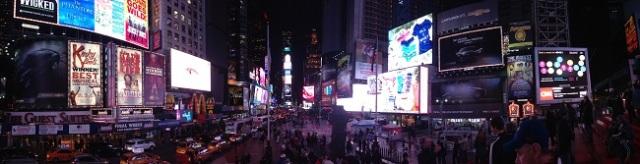 Panorâmica da Times Square à noite