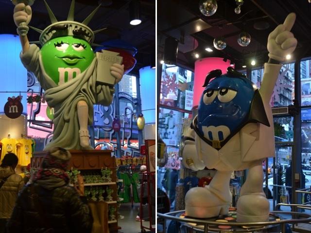 Estátuas na loja de M&M na Times Square