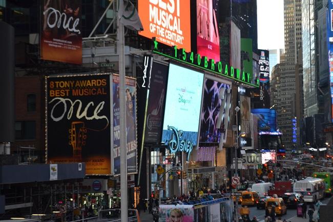 Visual dos telões da Times Square é muito legal