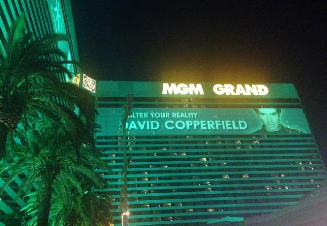 Visão noturna do MGM