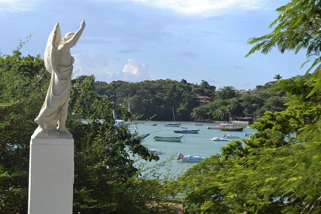 Clique da Praia dos Ossos vista da Igreja de Santana