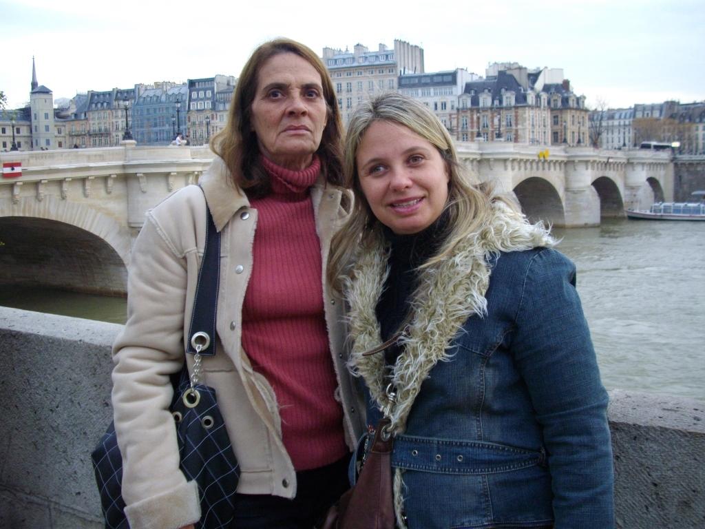 Flavia e Dayse em Paris. Chic!