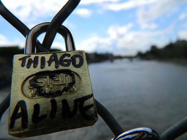 Colocar cadeado na ponte é uma traidição