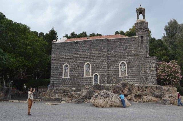 Igreja do Primado de Pedro na beira do Mar da Galileia