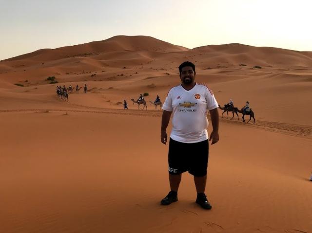 andar camelo no deserto